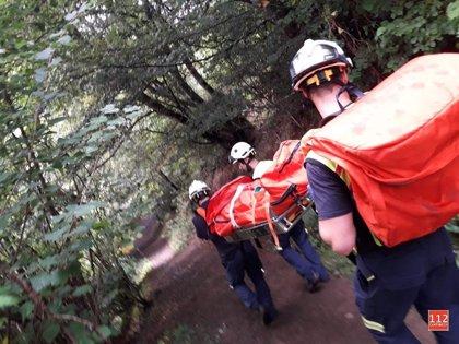 Rescatada una mujer de 50 años en Vega de Naranco tras lesionarse el tobillo cuando realizaba una ruta a pie