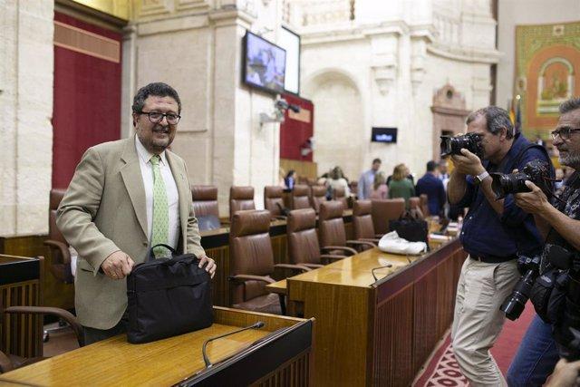 El lider del Grupo Parlamentario VOX, Francisco Serrano