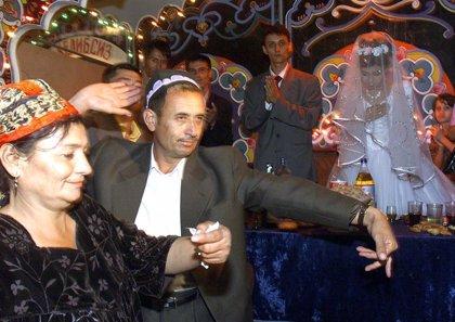 Uzbekistán prohíbe las bodas lujosas para evitar que los ciudadanos contraigan deudas