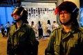 Grupos pro-China retiran los mensajes de protestas de los 'Muros de Lennon' en Hong Kong
