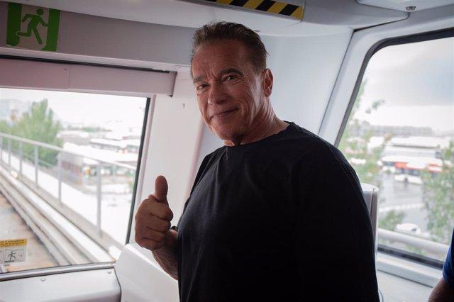 L'actor i exgovernador de Califòrnia (els Estats Units) Arnold Schwarzenegger, en una visita al Metre de Barcelona.