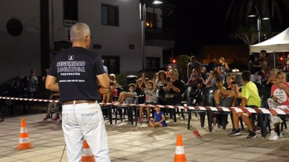 El autor de 'Canarias, 1500 Km de Costa' muestra cómo prevenir un ahogamiento en la Feria Arucas y el Mar