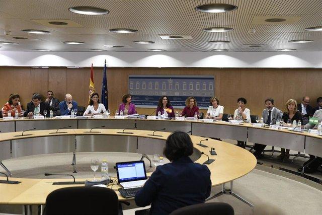 La ministra de Hacienda, María Jesús Montero, y la ministra de Política Territorial y Función Pública, Meritxell Batet, presiden el Consejo de Política Fiscal y Financiera (CPFF) en Madrid