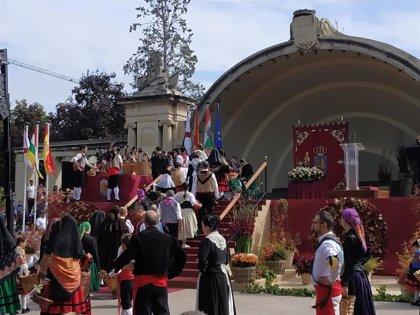 Los riojanos ofrecen a la Virgen de Valvanera el fruto de vendimia en el tradicional Acto del Pisado de la Uva