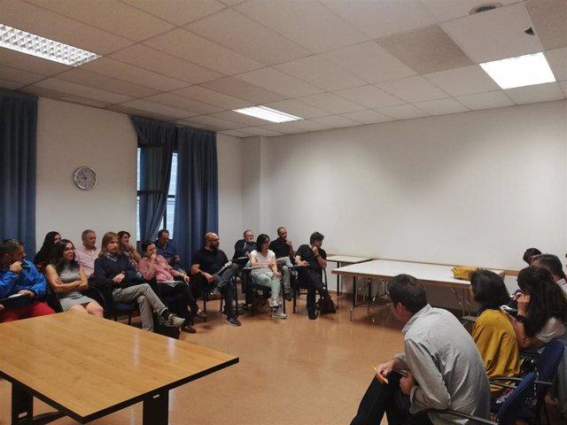 Fernández, en el centro, en el comienzo de la reunión con los representantes de los círculos de Podemos en CyL