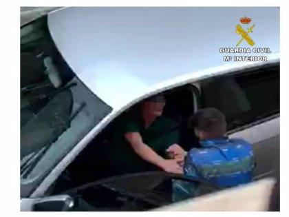 Detenido un septuagenario al ser sorprendido robando en el interior de un vehículo en Calp