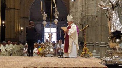 """Asenjo celebra sus 50 años de ordenación sacerdotal con el empeño de seguir con su """"entrega generosa"""" a Sevilla"""
