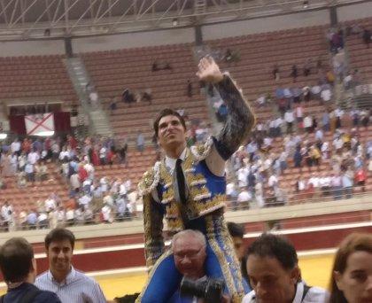 Puerta grande para Cayetano en la primera de feria de San Mateo con una gran actuación de Urdiales