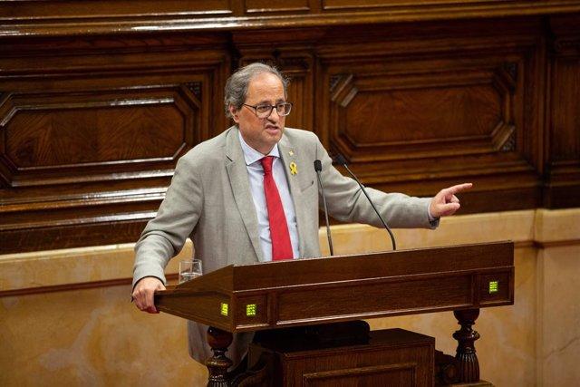 El president de la Generalitat de Catalunya, Quim Torra, intervé des de la tribuna en una sessió al Parlament de Catalunya.