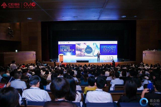 Dimas Gimeno (expresident d'El Corte Inglés) a la Convenció Anual de l'escuela de negocis CEIBS a Xangai (Xina)