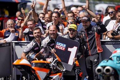 Canet gana con autoridad en MotorLand y aprieta la pelea por el título en Moto3