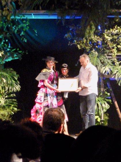 """""""Triana"""" y """"Limniade"""", ganadores del 61 Concurso Internacional de Vestidos de Papel de Güeñes"""