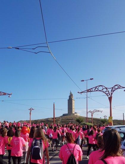 Un total de 7.500 mujeres tiñen de rosa A Coruña en la séptima edición de la Carrera de la Mujer