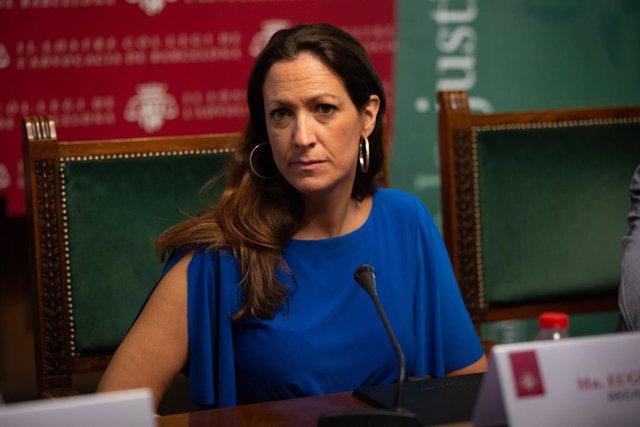 La degana de l'Icab (I·lustre Col·egi de l'Advocacia de Barcelona), Maria Eugènia Gay,  durant la roda de premsa sobre les dades del torn d'ofici on s'han presentat 15 propostes per una justícia digna.