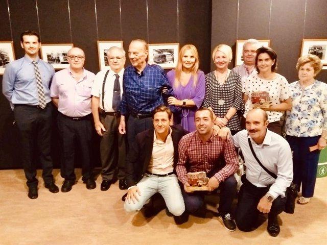 Inauguración de la exposición de fotografía 'Un viaje en el tiempo' y entrega de placas a los cuatro operadores de transporte metropolitano de Almería