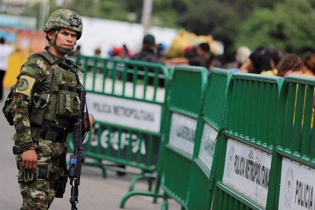 Militar colombiano en la frontera con Venezuela a la altura de Cúcuta