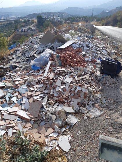 Ayuntamiento elimina puntos de vertido incontrolado en el Camino de las Cruces y el Parque empresarial Nuevo Jaén
