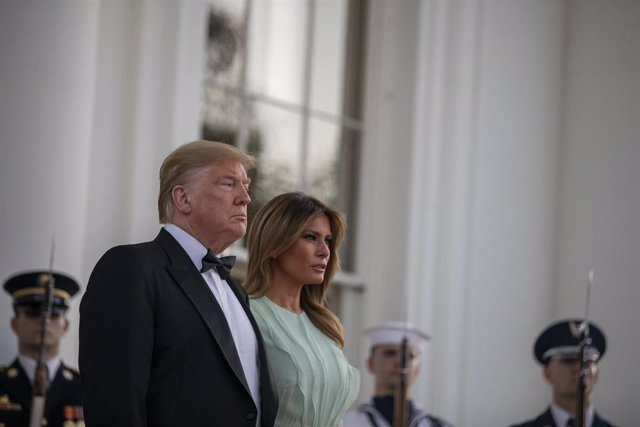 El presidente estadounidense, Donald Trump, y su esposa, Melania, en la Casa Blanca
