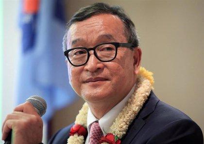 Atacan al guardaespaldas del exdirigente opositor camboyano Sam Rainsy