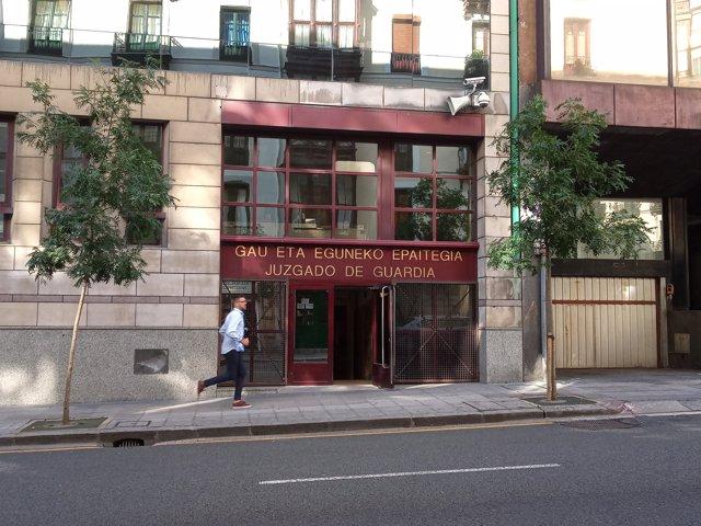 +++eptv: Pasan ante el juez los tres acusados de abusar sexualmente y retener a una mujer en una vivienda de Bilbao