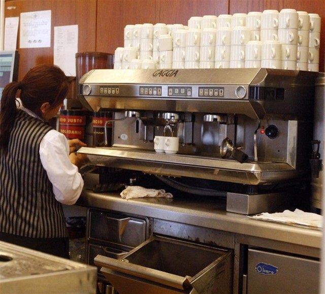 Foto de archivo de una empleada del sector servicios