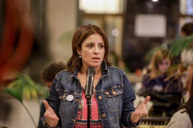La portavoz parlamentaria del PSOE, Adriana Lastra, ofrece una rueda de prensa a los medios de comunicación en el Congreso de los Diputados tras su segunda reunión con Unidas Podemos para sacar adelante la investidura del candidato socialista tras la fa