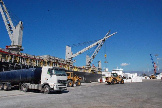 Actividad industrial en el Puerto de Motril