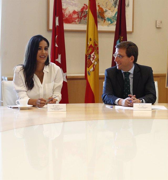 Imagen de recurso de la vicealcaldesa de Madid, Begoña Villacís, junto al alcalde, Jose Luis Martínez-Almeida.