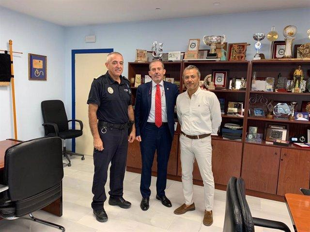 El jefe de la Policía Local de Marbella, Javier Martín; el decano de los abogados de Málaga, Francisco Javier Lara; y el concejal de Seguridad, José Eduardo Díaz.