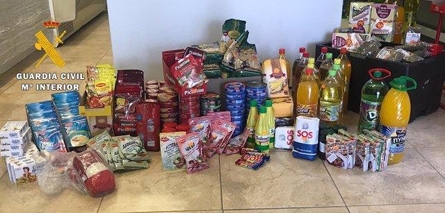 Algunos de los productos aprehendidos por la Guardia Civil.
