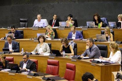 El Gobierno foral emite informes contrarios a la ley de símbolos y a la derogación de la reforma del mapa local