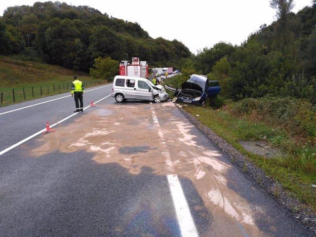 Lugar del accidente de tráfico en la N-121-A en el que ha fallecido una mujer y otras tres personas han resultado heridas.