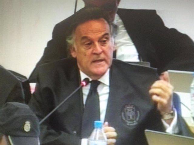 El abogado defensor de los exconsejeros de BFA Pedro Bedía y Francisco Baquero y del exconsejero de Bankia José Antonio Moral Santín durante la presentación de conclusiones finales en el juicio por la salida a Bolsa de Bankia.