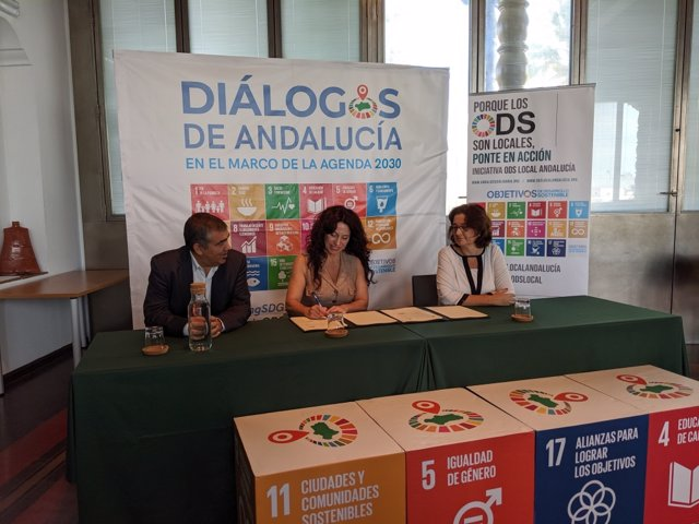 La consejera de Igualdad, Politicas Sociales y Conciliación, Rocío Ruiz, firma un nuevo acuerdo específico de colaboración con el Fondo Andaluz de Municipios para la Solidaridad Internacional (Famsi).