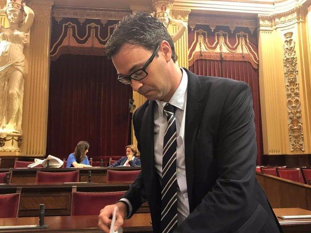 El portaveu adjunt i diputat del Grup Parlamentari Popular, Toni Costa, al ple d'investidura.