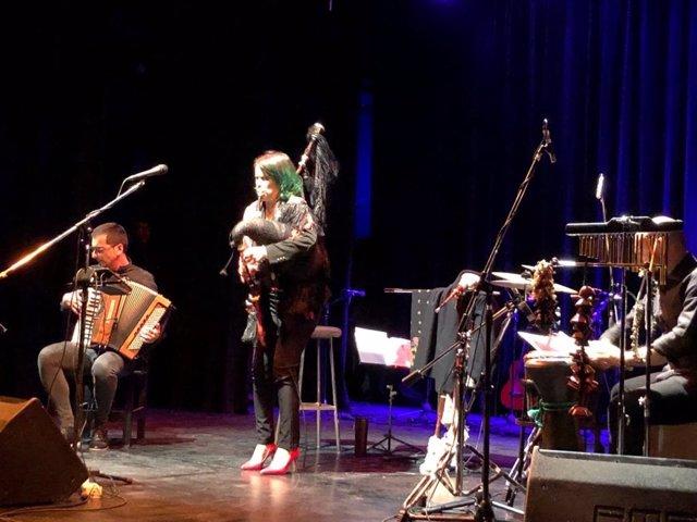 Cristina Pato lleva la gaita gallega a un encuentro de músicos en la ciudad arge
