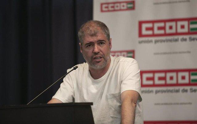 El secretario general de CCOO, Unai Sordo ,participa en una asamblea de delegados del sindicato.