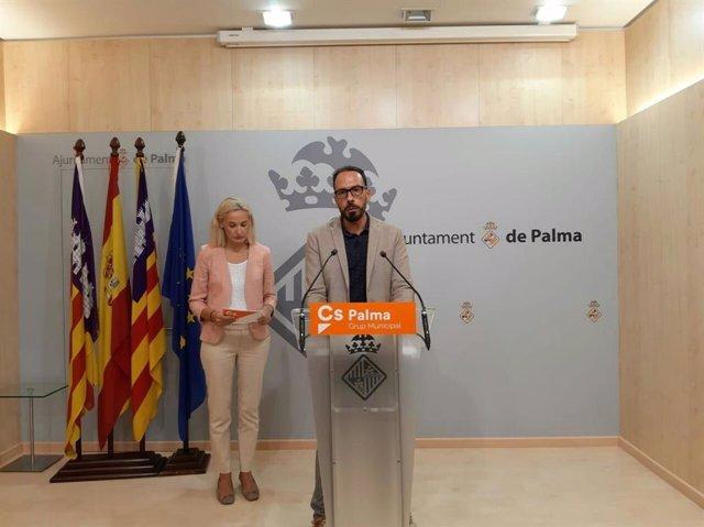 El regidor del Grupo Municipal Cs Palma, Alejandro Escriche, en rueda de prensa.