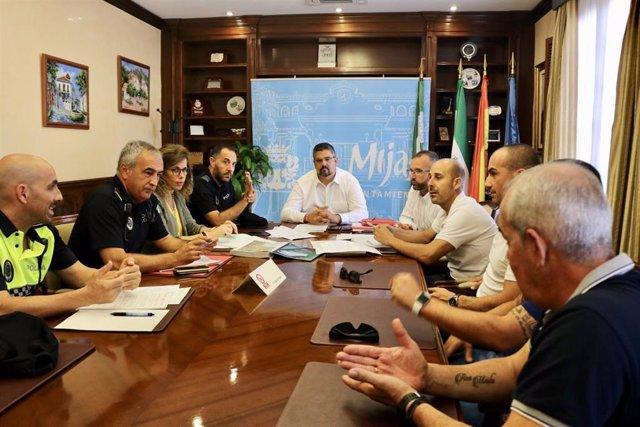 Reunión entre el Ayuntamiento, Policía Local de Mijas y taxis sobre los VTC
