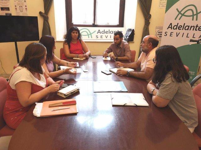 Heredia y González rojas se reúnen con trabajadores de los talleres de distrito