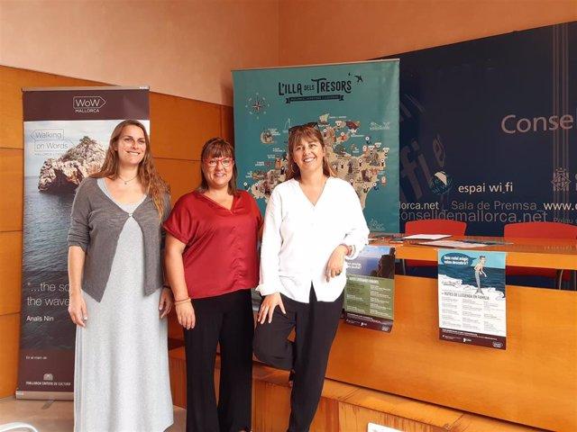 La directora insular de Cultura, Maria Pastor, la vicepresidenta del Consell,  Bel Busquets i la directora de la Fundació Mallorca Literaria Carme Castells.