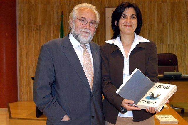 Juan de Loxa, en una fotografía de archivo, con Inmaculada López Calahorro