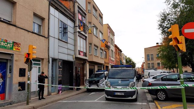 Dues furgonetes de la Guardia Civil, despés de l'operació contra membres dels Comités de Defensa de la República (CDR), en què s'ha detingut nou personas i s'ha incautat documentació i material informàtic, a Sabadell, 23 de setembre del 2019.