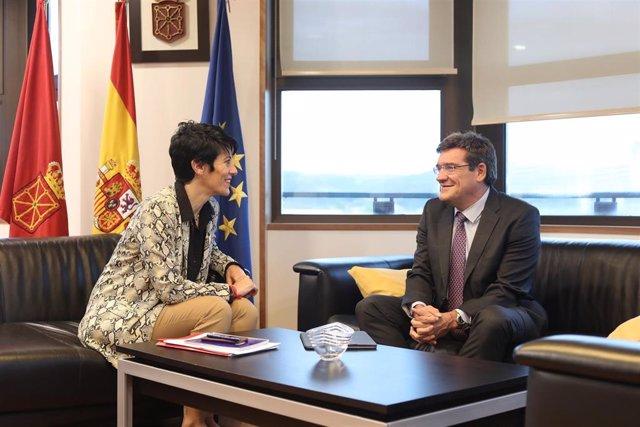 La consejera de Economía del Gobierno foral, Elma Saiz, y el presidente de la AIReF, José Luis Escrivá