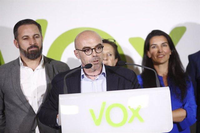 El cabeza de lista de VOX al Parlamento Europeo, Jorge Buxadé, declara tras conocer los resultados de las elecciones del 26M.