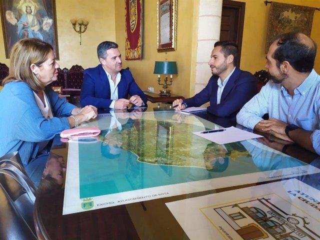 MArio Fernández reunido con el alcalde de Rota