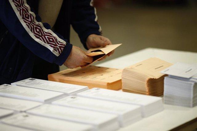 Votante en elecciones