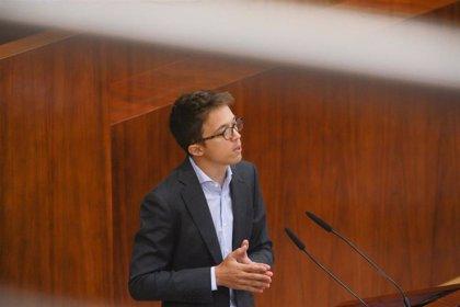 Errejón acude a la reunión del grupo parlamentario en la Asamblea para afrontar el panorama electoral