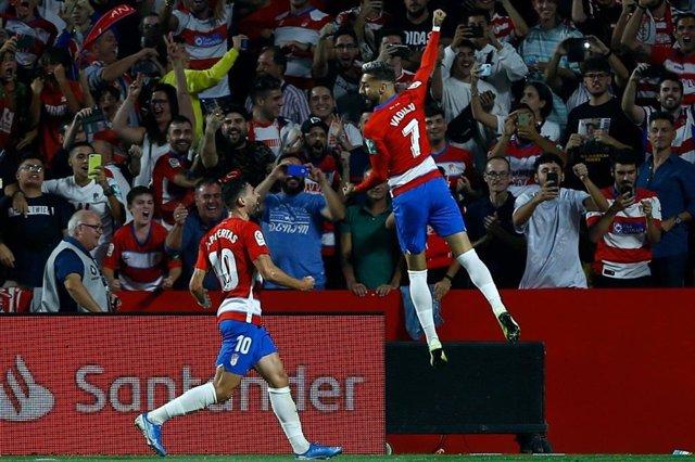Álvaro Vadillo celebra un gol con el Granada CF.