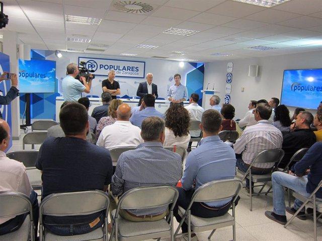 Responsables del PP se reúnen con alcaldes y concejales para tratar sobre la plaga de conejos en la provincia de Zaragoza.